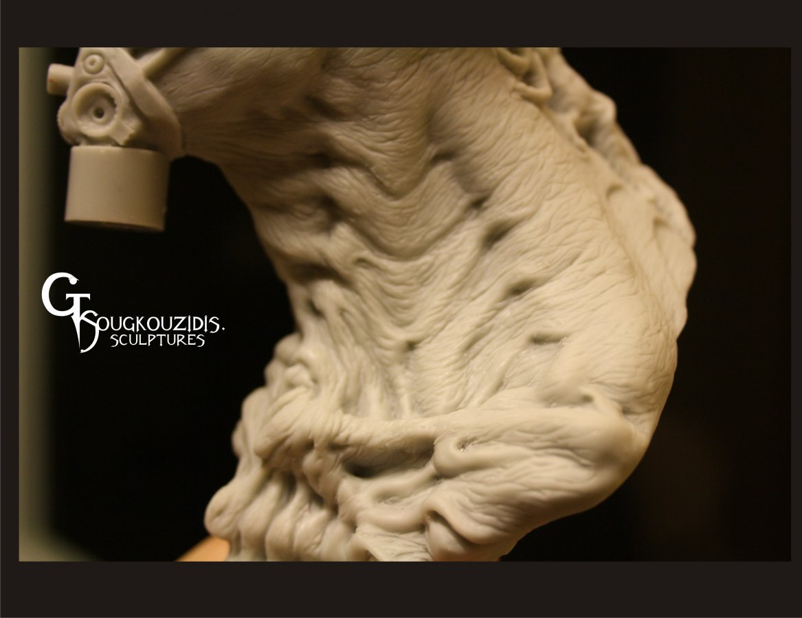 ALIEN BUST RESIN KIT10.jpg