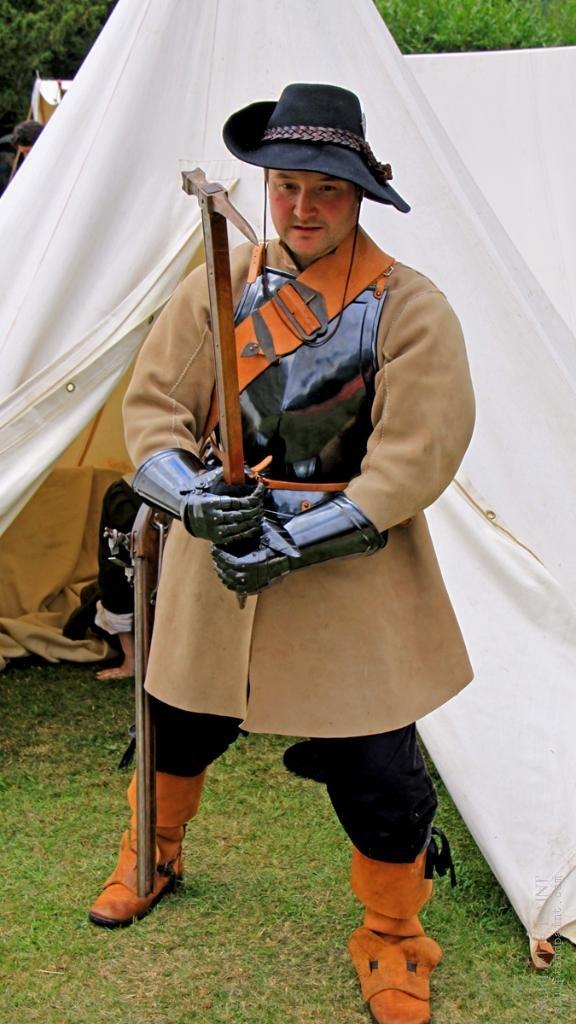 cavalryofficerwithwarhammer.jpg