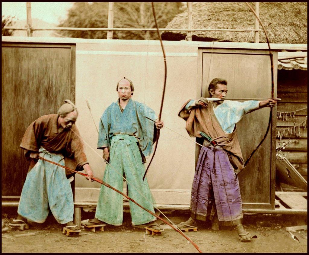 самураи с луками.jpg