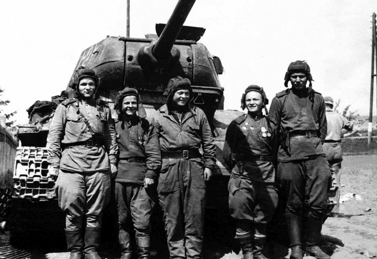 T_34_85_1-bat_63-Chelyab_brig_1944.jpg